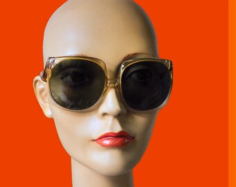 Vintage Big Size Sunglasses Sunnies Shades made of plastic with glass lenses 1970 France