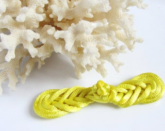 Yellow Frog Fastener Chinese Knotting Cord Pipa Knot Coat Closure Craft Fastener Purse Latch Sweater Clasp Coat Button Sewing Notion Button