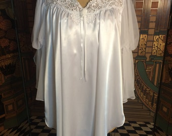 White Gown - new, ladies size large