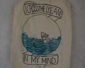 tote bag with the ocean