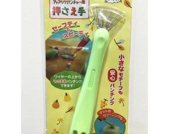 Clover Needle Felting Claw & Mat Cleaner, Foam Pad Cleaner, Foam Brush, Wool Felt Tools, Wet felting, Needle Felting, 58-590