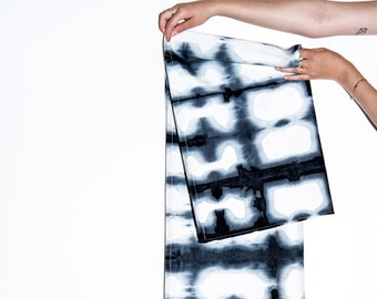 Shibori Table Runner- Tie dye Table Runner- Windows Print