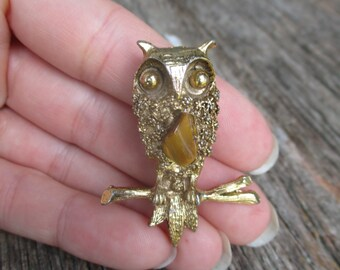 vintage owl brooch, golden owl, owl pin, owl badge, owl on branch, sixties owl, retro owl, owl jewelry, gift for owl lover, cute, gold