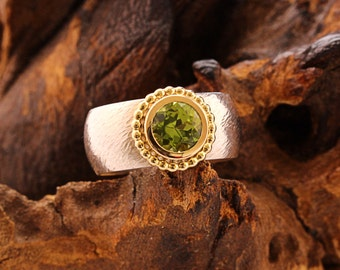 Peridot ring with gold and silver - GRASSHOPPER