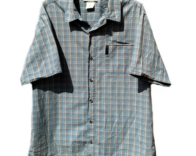Large Columbia Brand Short Sleeve Shirt