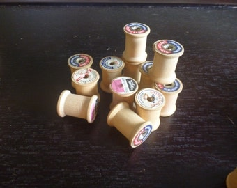 12 Vintage wooden thread spools