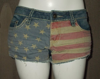 90s YMI Red White Blue American Flag Daisy Duke Patriotic Denim Women's Hippie Chic Distressed Blue Jean Shorts Size 3