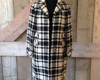 Vintage 1960's Black & Ivory Houndstooth Check Kashmoor 100% wool Coat. Some marks but in good overall condition lining intact no holes