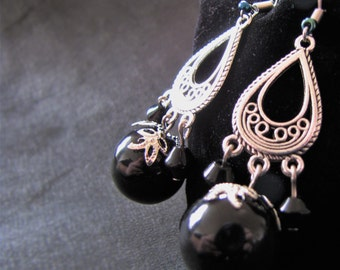 Boho romantic - large Pearl Earrings in onyx with silver ornaments