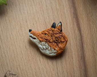 Little sly fox brooch