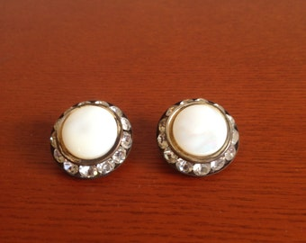 Vintage round white clip-on earrings with rhinestone circle