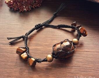Macramé bracelet with Tiger eye