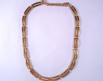 Vintage Monet Goldtone Necklace U3600 designer signed RETRO!