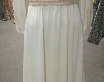 Vintage 1970's White Boho Maxi Dress!