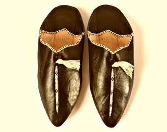 Black Leather Babouches. Embroidered Black Babouches. Embroidered Leather Slippers. Ethnic Leather Shoes. Tassel Shoes. Leather Slippers.