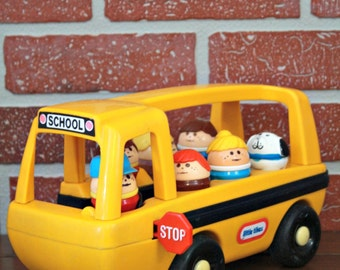 1980's Little Tikes yellow bus with 7 figurines, yellow school bus, Little Tikes toys 1980, Little Tikes Figurine