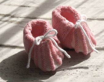 Tiny booties baby girl, pink and white, pure merino wool.