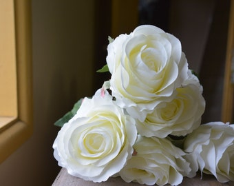 Elegant Rose Bunch in white -ITEM041