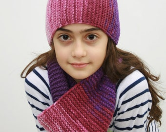 a hand knitted hat and scarf (180 sm long) for girls (9-12 years old)