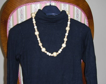 Necklace beads beige 01