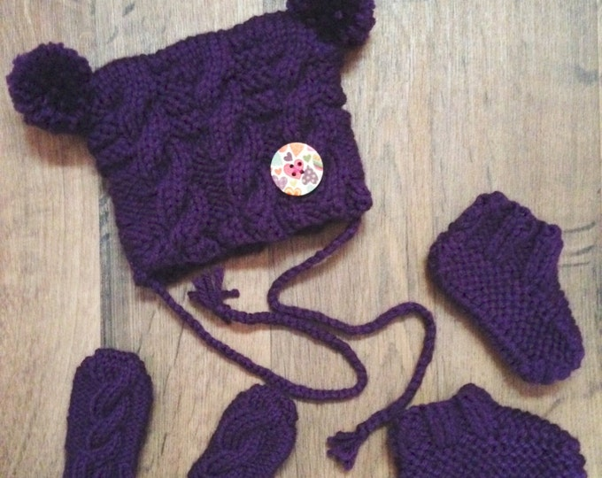 Set Hat LIQUIDATION mittens and slippers 0-3 months