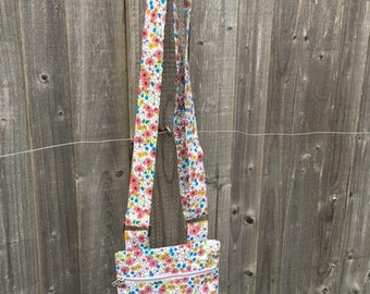 Should bag, with adjustable strap and zip