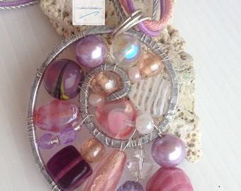Nautilus pendant necklace pink