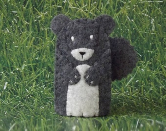 Grey Squirrel Finger Puppet - Forest Animal Puppet - Felt Animal Finger Puppet - Felt Grey Squirrel Toy