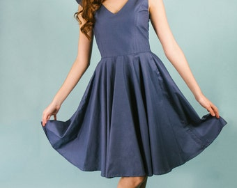 Navy Cotton V-neck Cap Sleeve Knee Length Fit and Flare Dress with full back full circle skirt princess seams retro rockabilly size 8 Medium