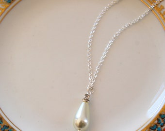 RAVISHING Vintage Inspired Pearl and Rhinestone Drop Necklace