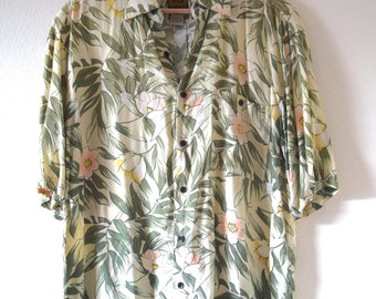 Vintage 80s 90s Jungle Blossom Hawaiian Print Short Sleeved Silk Shirt (size medium)
