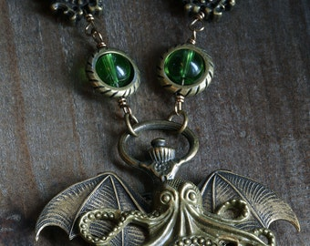 Steampunk Jewelry - Necklace - Antique bronze cthulhu
