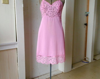 1960s Vintage VANITY FAIR Nylon Pink Chantilly Lace Full Dress Slip Size 32 Small