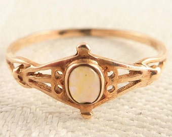 Antique Size 6 Victorian 8K Gold Dainty Oval Opal Ring