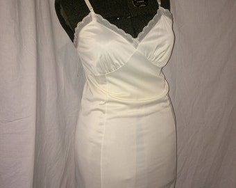 Gaymode Vintage Slip with Sheer Scalloped Trim Size 38