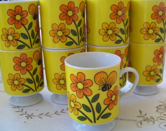 Wonderful Set of 9 Retro Vintage 70s Pedestal Coffee Mugs Floral & Bee Lot