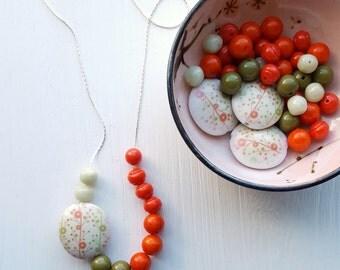 rabbit trail - necklace - vintage lucite