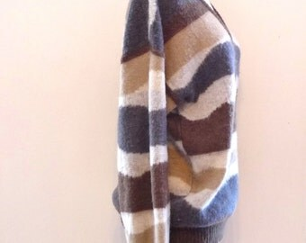 "Vintage Saturdays SkateBoarding Sweater Sandy Neutral Jagged Stripe VNeck 80s Neo Men's Small/Wom's Med. Chest 44"" Shoulder 24"" & 26""Long"