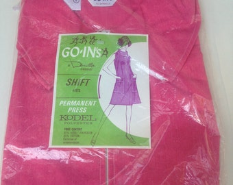 Beautiful 60's NEW Old Stock SHIFT DRESS/Sm Goins Strawberry Pink Poly Cotton A-Line Shift Dress w/ Pockets/ In Original Plastic Package
