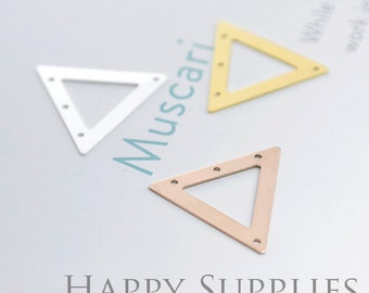 High Quality Triangle Pendant Charms / Connector with a Hole (ZG205)