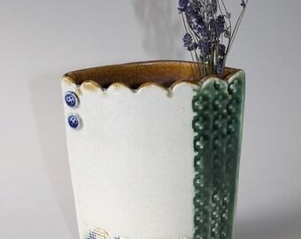 Pocket Vase with Scalloped Edge