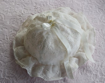 Vintage BABY Sun BONNET HAT Embroidered Lace Cap 1940s Doll Silk Ribbon Bow Scallop Trim Ruffle Child Infant Girl Embroidery Sunbonnet Cream
