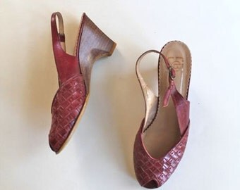 vintage leather peep toe shoes- APPLE PIE red woven sling back   / sz 6.5