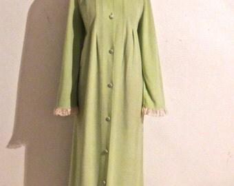 vintage lace-neck robe - 1950s-60s Sans Souci green/white housecoat