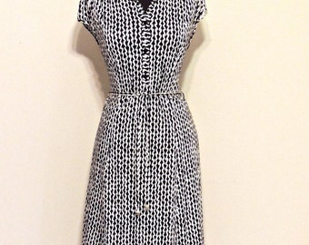 vintage belted day dress - 1950s-60s black & white print button-front dress