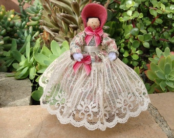 Southern bell-type clothespin doll - beige dress with flowers, beige lace - ready to ship