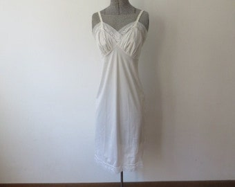 Vitage '60s Vanity Fair Sweet, Simply Detailed Cream Full Slip, XS, 32