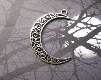 8 Large Moon Crescent Charms in Silver Tone - C2357