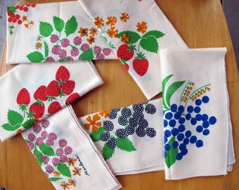 1960s 1970s nos 6 NAPKIN SET of wild berries vintage cotton table linen cloth jc penny by marlene