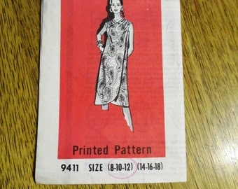 RARE 1960s by Marian Martin HAWAIIAN Beach Cover Up / Wrap Beach Dress - Size (8 - 10 - 12) - VINTAGE Mail Order Sewing Pattern 9411